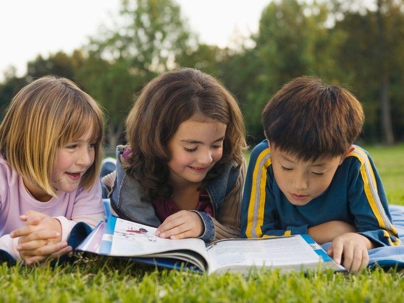 Un moment de lecture à l'école des chevauchées